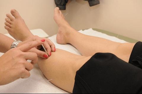 鍼灸治療 足